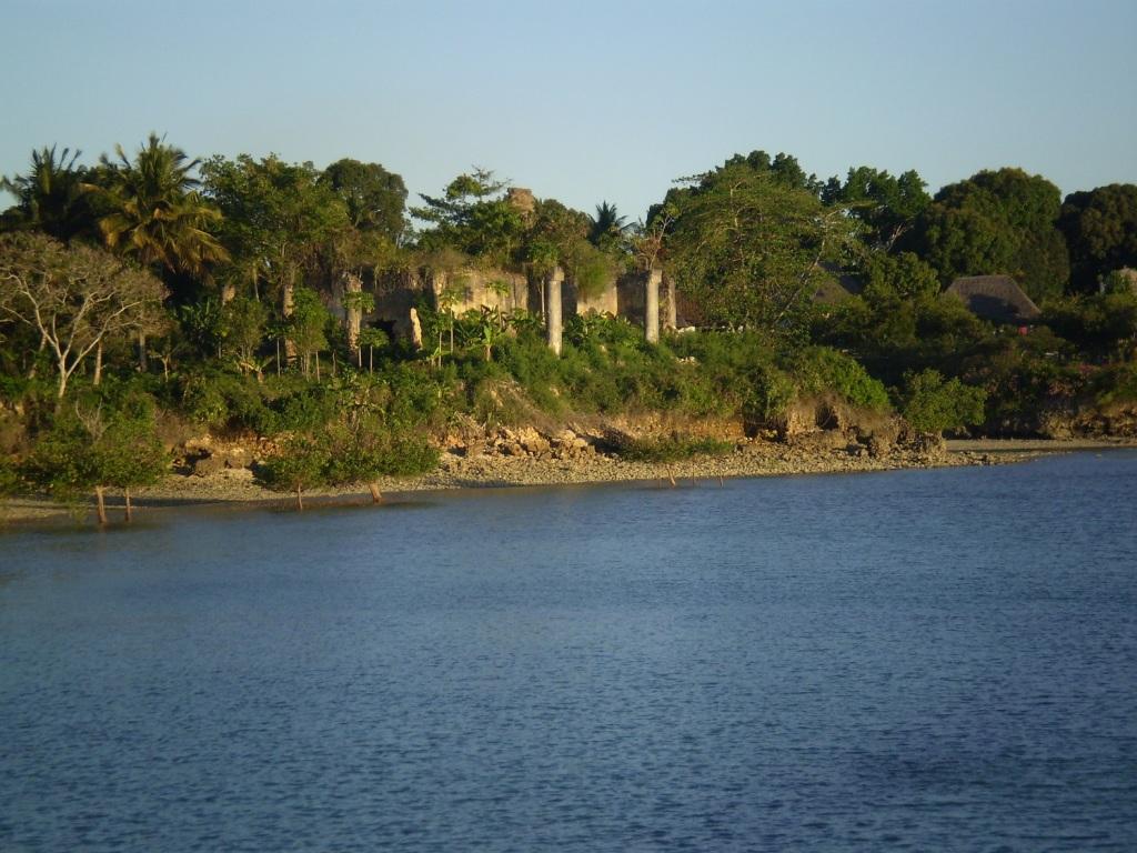 Dopo il Kenia e varie peripezie sono approdata a Zanzibar, splendida isola al largo delle coste tanzane, lambita dall'Oceano Indiano e baciata dal sole quasi tutto l'anno. La cornice ideale per un grande amore.
