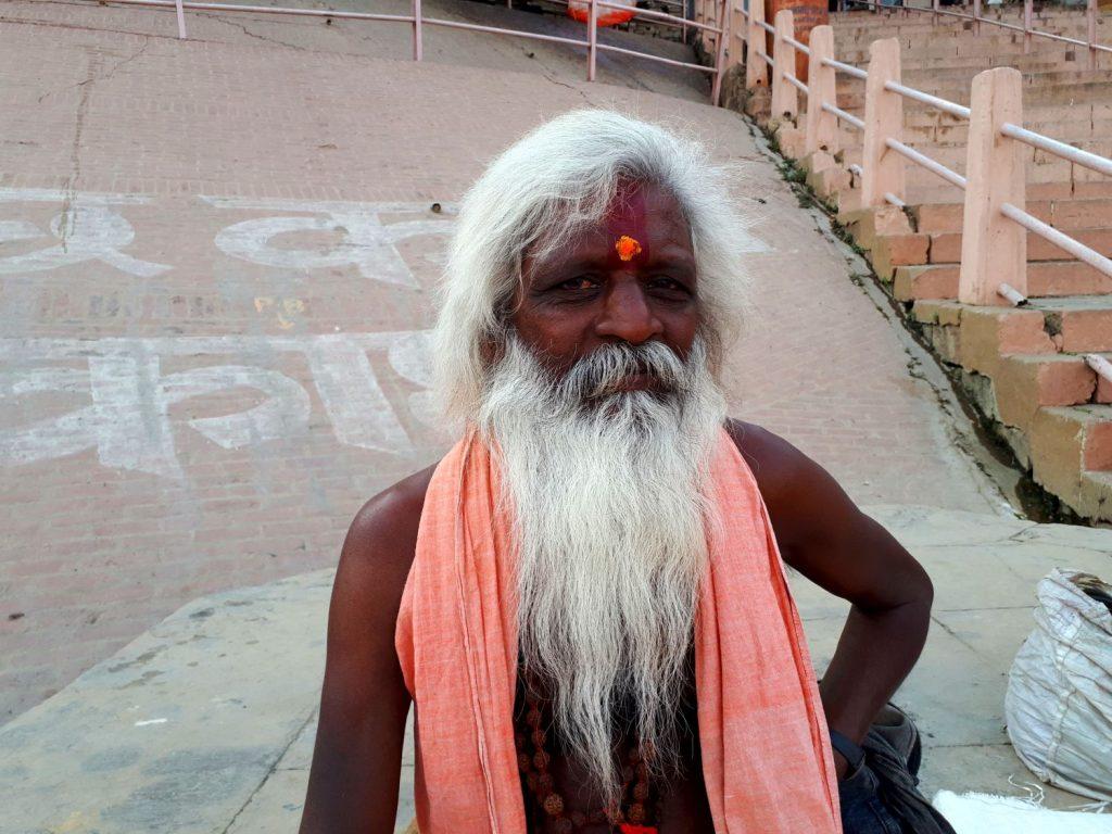 viaggiare da sola in india e fare meditazione