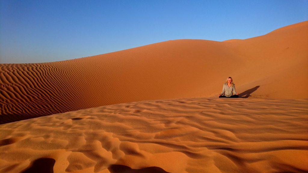 Viaggio in Oman deserto Quarto Vuoto yoga e meditazione